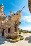 Slotttorn i formen av en skepppilbåge i Benalmadena, Spanien royaltyfria bilder
