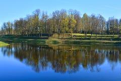 Slottträdgård Gatchina St Petersburg, Ryssland Royaltyfria Foton