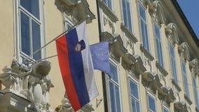 Slovène et drapeau d'UE banque de vidéos