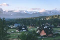 slovakian carpathian berg i höst med gröna skogar - VI Fotografering för Bildbyråer