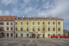 Slovakien Bratislava - November 5th, 2017 historisk gammal stad, byggnader från austro-ungrare välde San Carlos de Bariloche Royaltyfri Bild