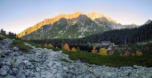 Slovakien högt Tatras berglandskap i morgonen arkivbilder