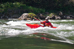 SLOVAKIEN PIENINY - MAJ 05, 2014: Populär rafting på Dunajecen Royaltyfria Bilder