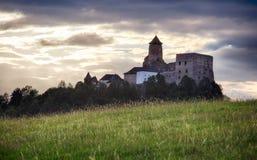 Slovakien slott, Stara Lubovna på solnedgången fotografering för bildbyråer