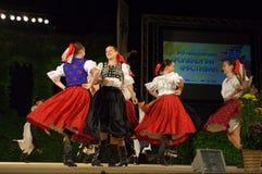Slovakiska dansflickor arkivbilder