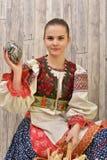 Slovakiskt målade easter för flicka innehav ägg Fotografering för Bildbyråer