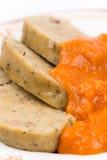 Slovakiskt recept av pasta för feg lever med tomatsås royaltyfri fotografi