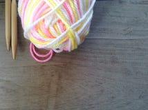 Slove毛线和编织和空间文本的 库存图片