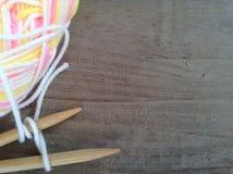 Slove毛线和编织和空间文本的 免版税库存图片
