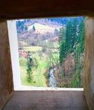 Slovenië door gat in kasteel Stock Foto's