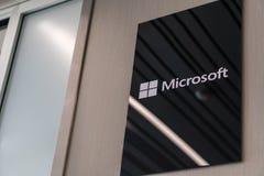 Slovenië, Ljubljana - Februari 26, 2019: Microsoft-embleem Microsoft is een multinationaal bedrijf dat zich ontwikkelt stock fotografie