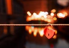 slovenia ljubljana Aimez les chaînes sur le pont de rivière, cadenas photographie stock libre de droits