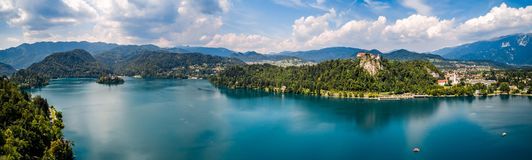 Slovenia - panorama kurortu jezioro Krwawiący Zdjęcie Royalty Free