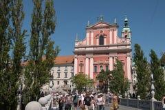 Slovenien fasaden av den Franciscan kyrkan i Ljubljana royaltyfria foton