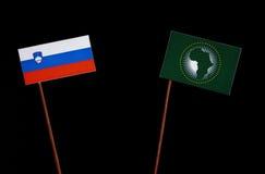 Slovensk flagga med afrikanska unionenflaggan på svart Royaltyfri Foto