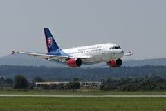 Slowaakse Luchtvaartlijnenluchtbus op start Stock Foto's