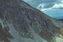 Slowakische Karpatenberge im Herbst Felsenbeschaffenheiten auf Wänden Stockbild