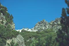 Slowakische Karpatenberge im Herbst grüne Hügel mit Oberteilen Lizenzfreies Stockfoto