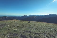 Slowakische Karpatenberge im Herbst sonnige Bergkuppen in der Summe Lizenzfreie Stockfotos