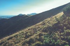 Slowakische Karpatenberge im Herbst sonnige Bergkuppen in der Summe Lizenzfreie Stockfotografie