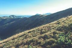 Slowakische Karpatenberge im Herbst sonnige Bergkuppen in der Summe Lizenzfreies Stockbild
