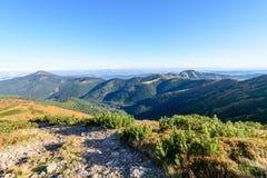 Slowakische Karpatenberge im Herbst Wanderweg auf Lizenzfreie Stockbilder