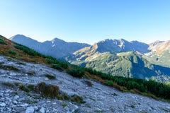 Slowakische Karpatenberge im Herbst Wanderweg auf Stockfoto