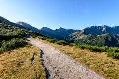 Slowakische Karpatenberge im Herbst Wanderweg auf Lizenzfreies Stockfoto