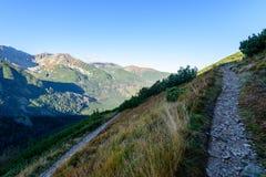 Slowakische Karpatenberge im Herbst Wanderweg auf Lizenzfreie Stockfotografie