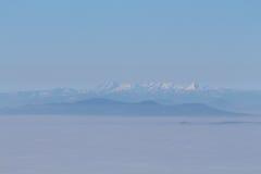Slowenische Alpen über den Wolken Stockfotos