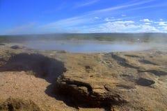 Sluimerende Geiser in IJsland Stock Foto's