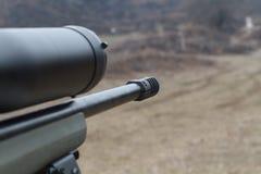 Sluipschutter Rifle Optisch gezicht Het schieten bij het streepje royalty-vrije stock foto