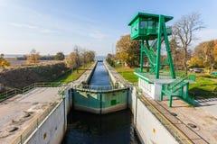 Sluis dichtbij Gdansk, Polen - Sobieszewo-Eiland royalty-vrije stock afbeeldingen