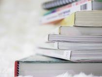 Sluit boek omhoog gestapelde achtergrond Stock Foto's
