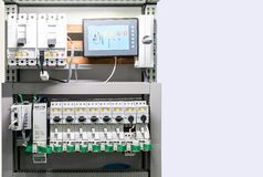 Sluit detail omhoog elektrische apparaat en controlekring in vakje voor industrieel met exemplaarruimte stock afbeeldingen