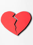 Sluit document omhoog gebroken hart op witte achtergrond Royalty-vrije Stock Fotografie
