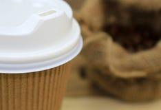 Sluit document omhoog kop van koffie Stock Afbeelding