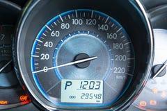 Sluit omhoog aantal in autodashboard Stock Foto