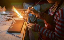 Sluit omhoog ambacht van glas het blazen draakvorm Royalty-vrije Stock Fotografie