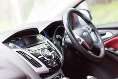 Sluit omhoog audiogeluid binnen autoauto stock foto's