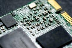 Sluit omhoog beeld van elektronische kringen in technologie op micro har royalty-vrije stock foto's