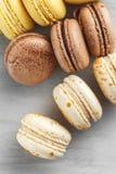 Sluit omhoog beeld van gekleurde pastelkleur macarons stock afbeelding