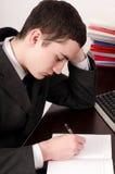 Sluit omhoog bij het bezige bedrijfsmens werken. Stock Foto's