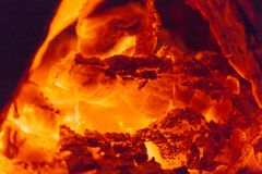 Sluit omhoog bij het hete open haard branden Stock Fotografie