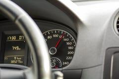 Sluit omhoog binnenlandse mening van moderne luxueuze zwarte auto Dashboard, Stock Foto