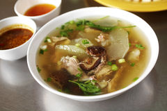 Sluit omhoog Chinese kippensoep en groentesoep Royalty-vrije Stock Foto's