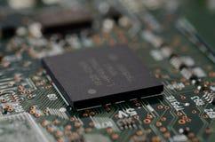 Sluit omhoog CSP (micro BGA) op PCB Stock Afbeelding