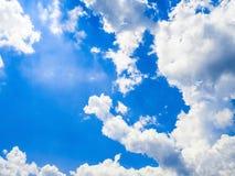 Sluit omhoog de blauwe textuur van hemelwolken Stock Fotografie