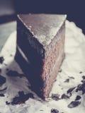 Sluit omhoog de donkere cake van de chocoladezachte toffee met uitstekende filter Stock Afbeeldingen