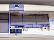 Sluit omhoog de filter van de vuilairconditioner Gevaar en de oorzaak van longontsteking en ademhalingsziekten binnenshuis of bur stock foto